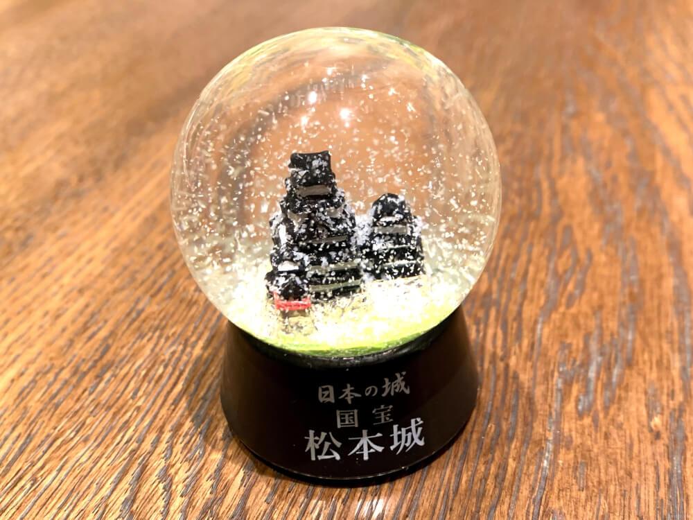 松本城のスノードーム1